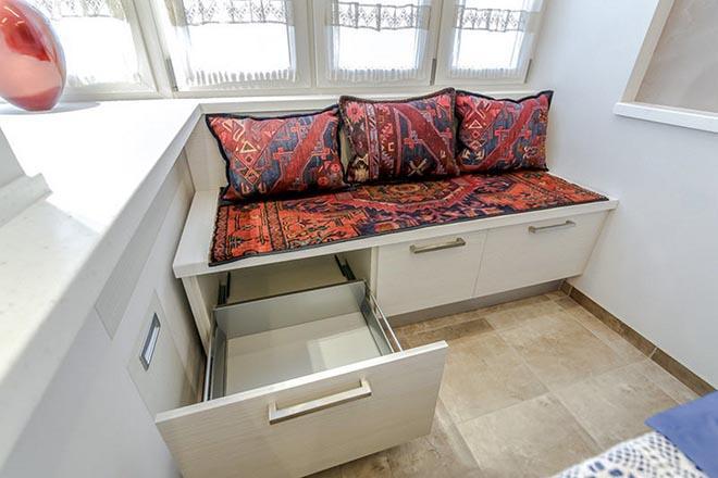 диван с выдвижными ящиками