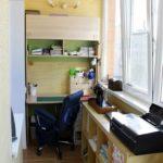 размещение мебели в мастерской на балконе