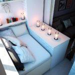 спальня на балконе объединенного с комнатой