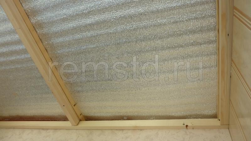 обрешетка на потолке балкона