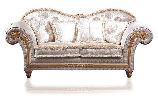 диван в классическом стиле
