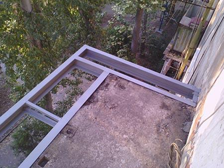 балкон с выносом по основанию плиты