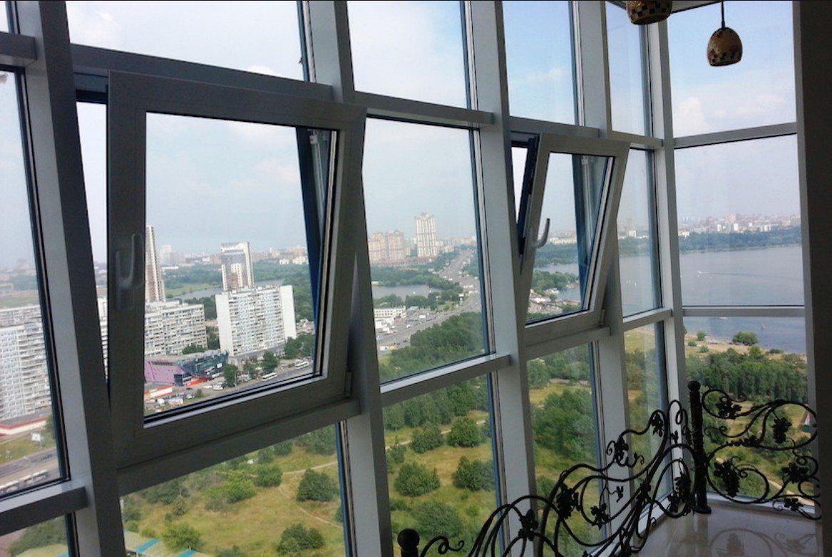 Витражный балкон из алюминиевого профиля