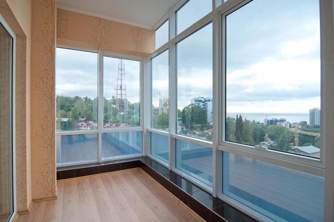 Особенности и дизайн французского остекления балкона и лоджии