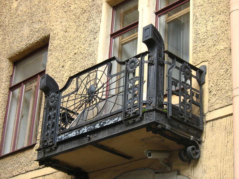 балкон в готическом стиле
