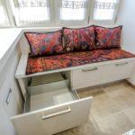 Фото 22 диван на балкон – критерии выбора и инструкция по самостоятельному изготовлению