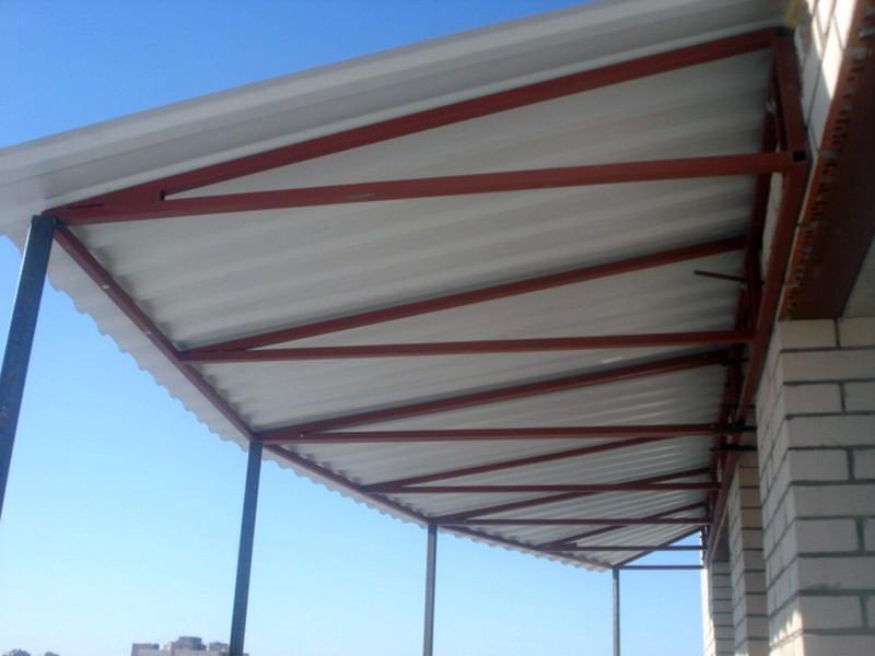 зависимая крыша на балконе