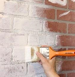 покраска стены кистью