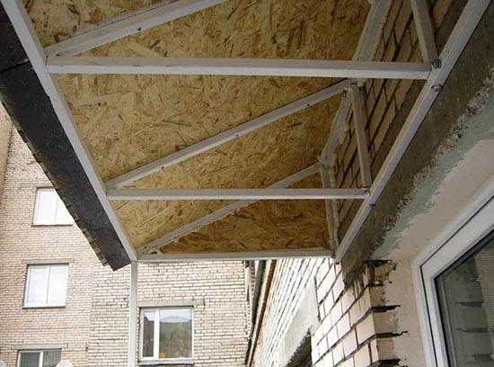 деревянная крыша на балкон