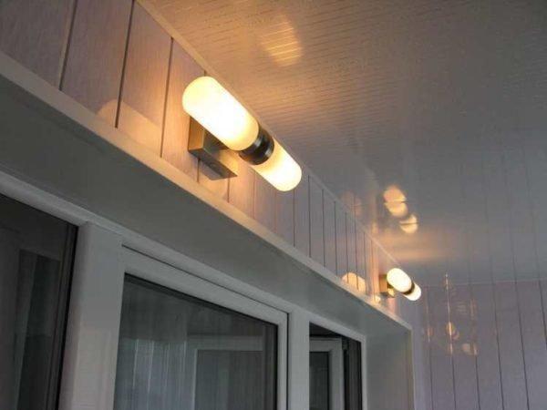 свет на балконе